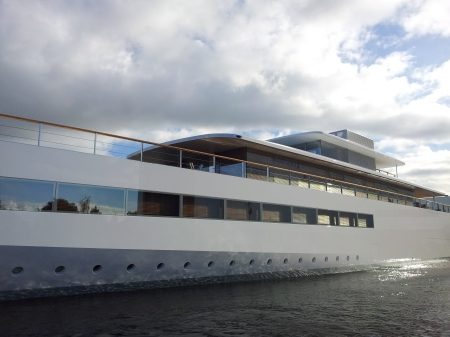 Steve Jobs' yacht, side